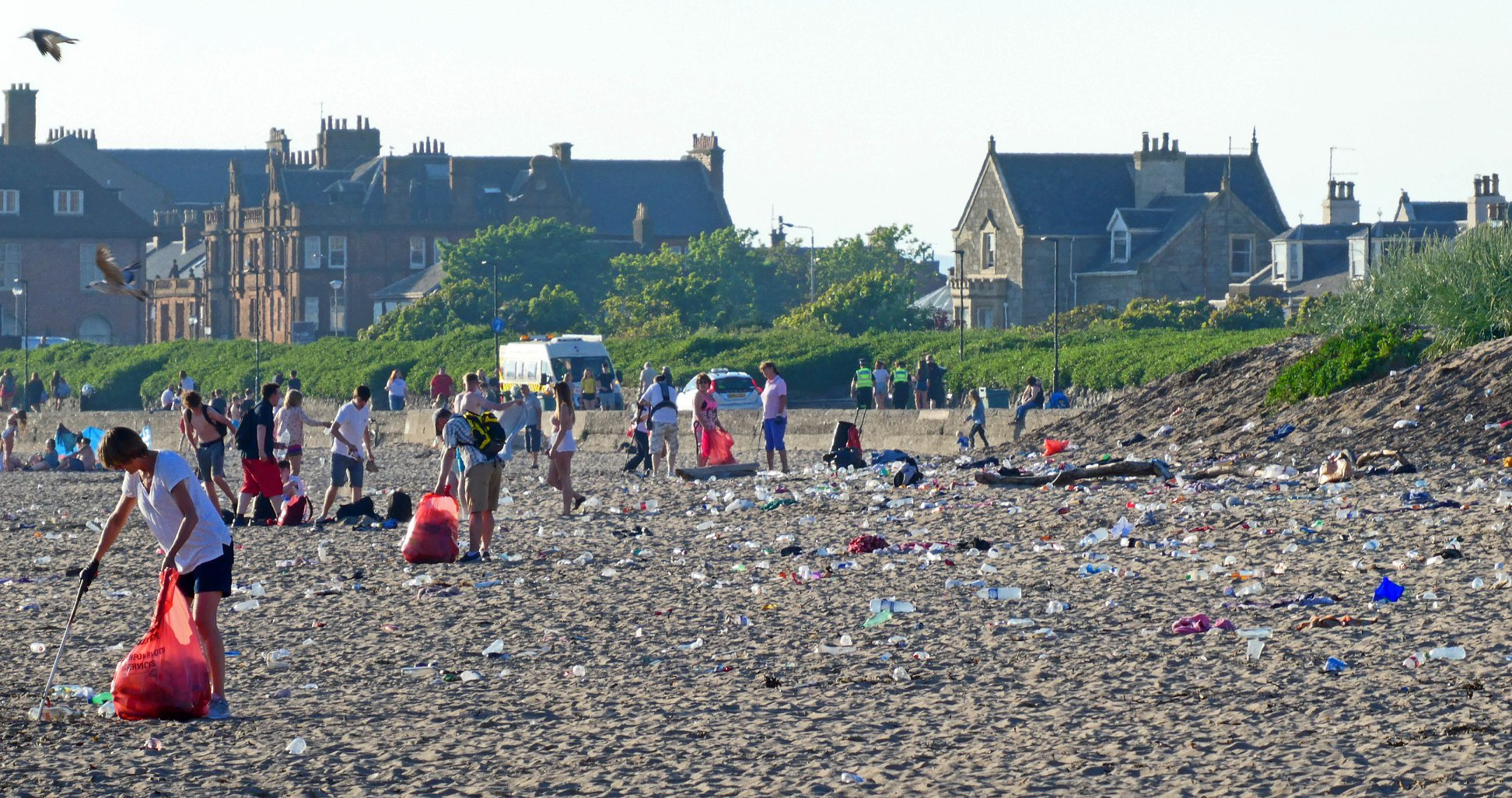 Troon community cleans up after beachgoers